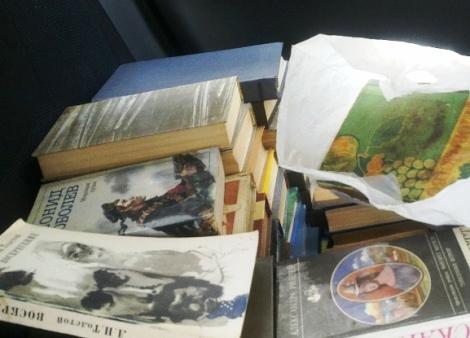 а вот в багажнике снять не получилось - наложили впритык и книги посыпались бы, если его открыли