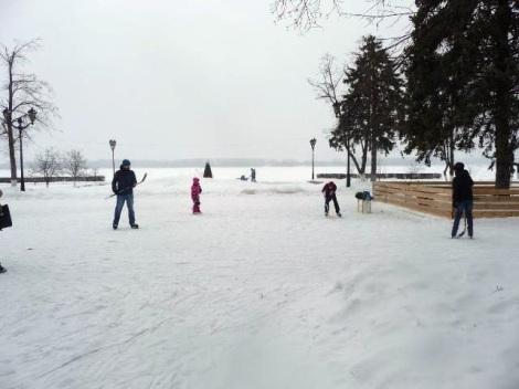 На льду и без хоккея, ну, никак. Игра в одни ворота…