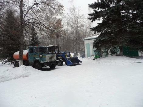 Современная техника, которая позволяет содержать ледовую поляну на набережной…