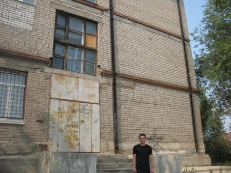школа 18 на Структурной зависит от грунта, ее стянули корсетом