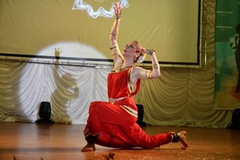 Елена Вернигор исполнила южноиндийский танец