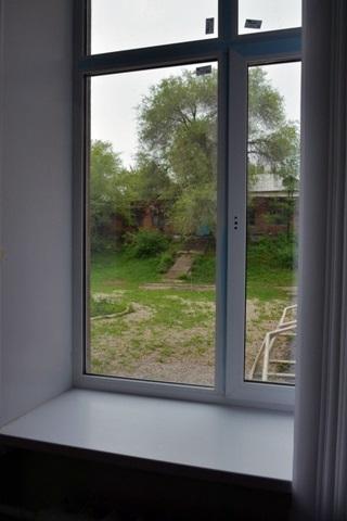 это новое окно и соседнее директор поставила после субботника