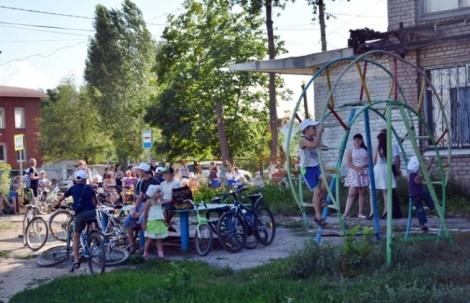 на вечеринки в поселке приезжают на велосипедах