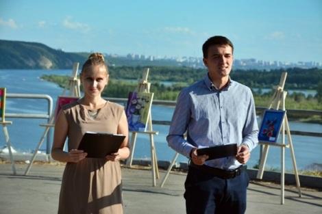 праздник ведут Юрий Нитецкий и Елена Вернигор, звезды Schneider Electric