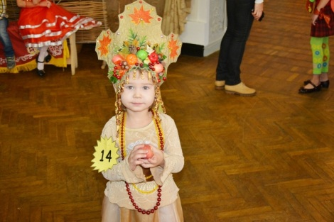принцессе Маше Волхонской 3,5 года, корона Красавица осень