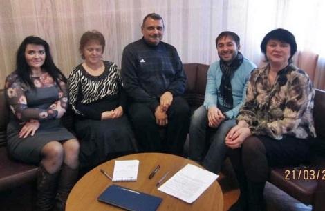 Наталья Мухаметшина (вторая слева), Николай Явкин (второй справа)