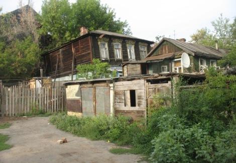 в этих домах на ул. Затонной рядом с Затоном Сергей провел детство