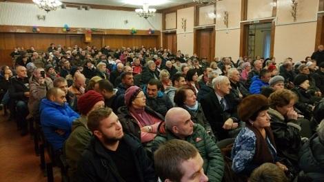 сейчас на собрания приходят сотни перепуганных дачников