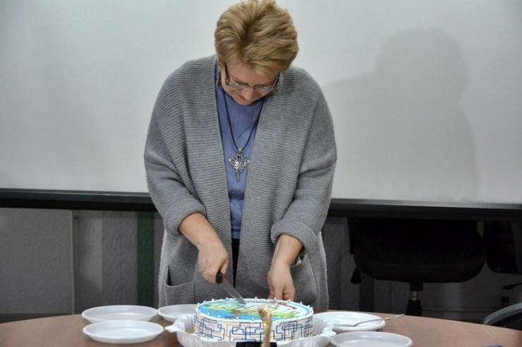 Маша Алмазова делит угощение