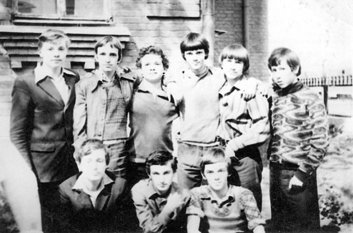 май 1975 года, Олег Новиков верхний ряд, второй слева